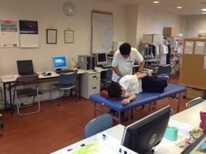 横浜営業所-新人の施術練習風景